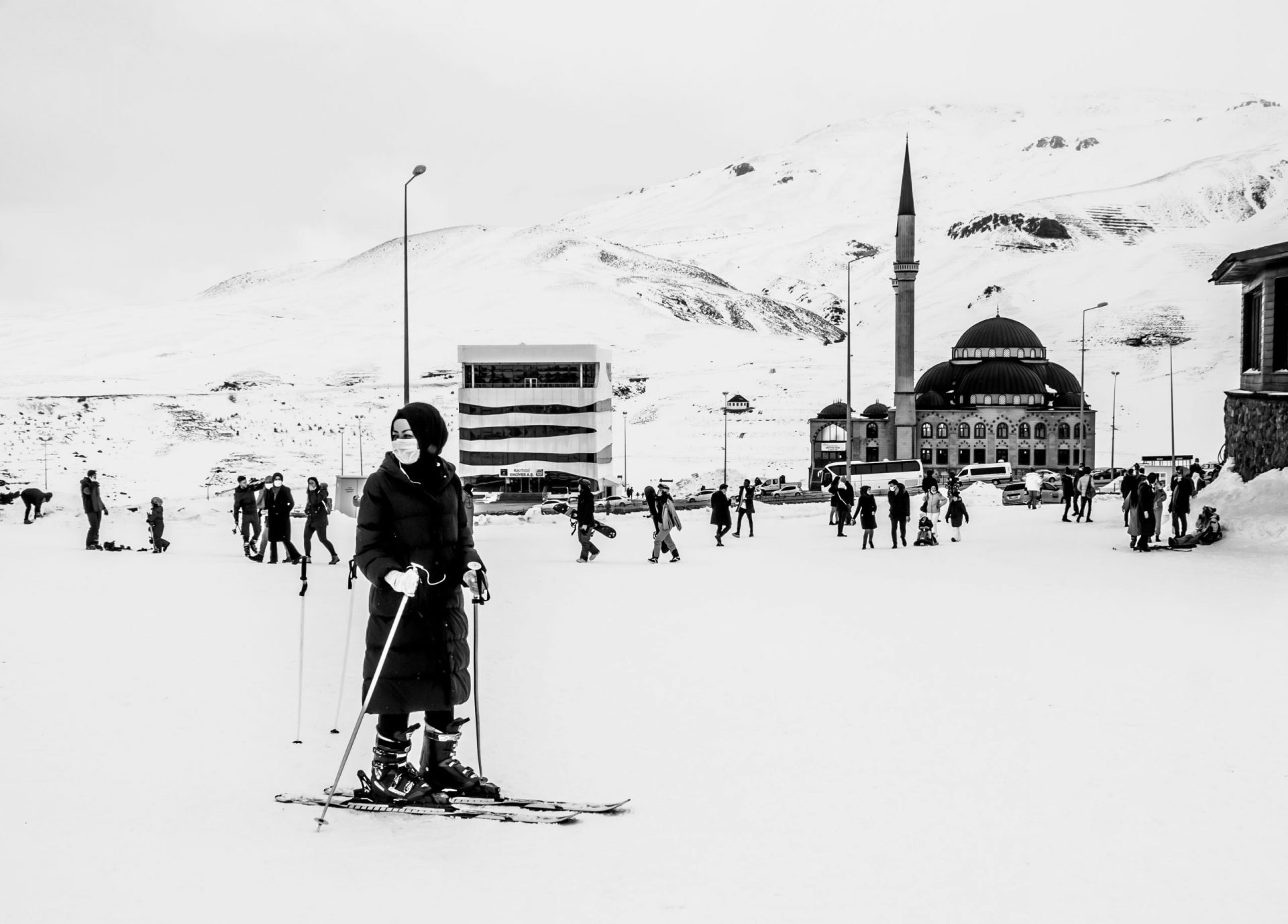 10 Common Travel Photography Mistakes - Muslim woman skiing in Erciyes, Turkey