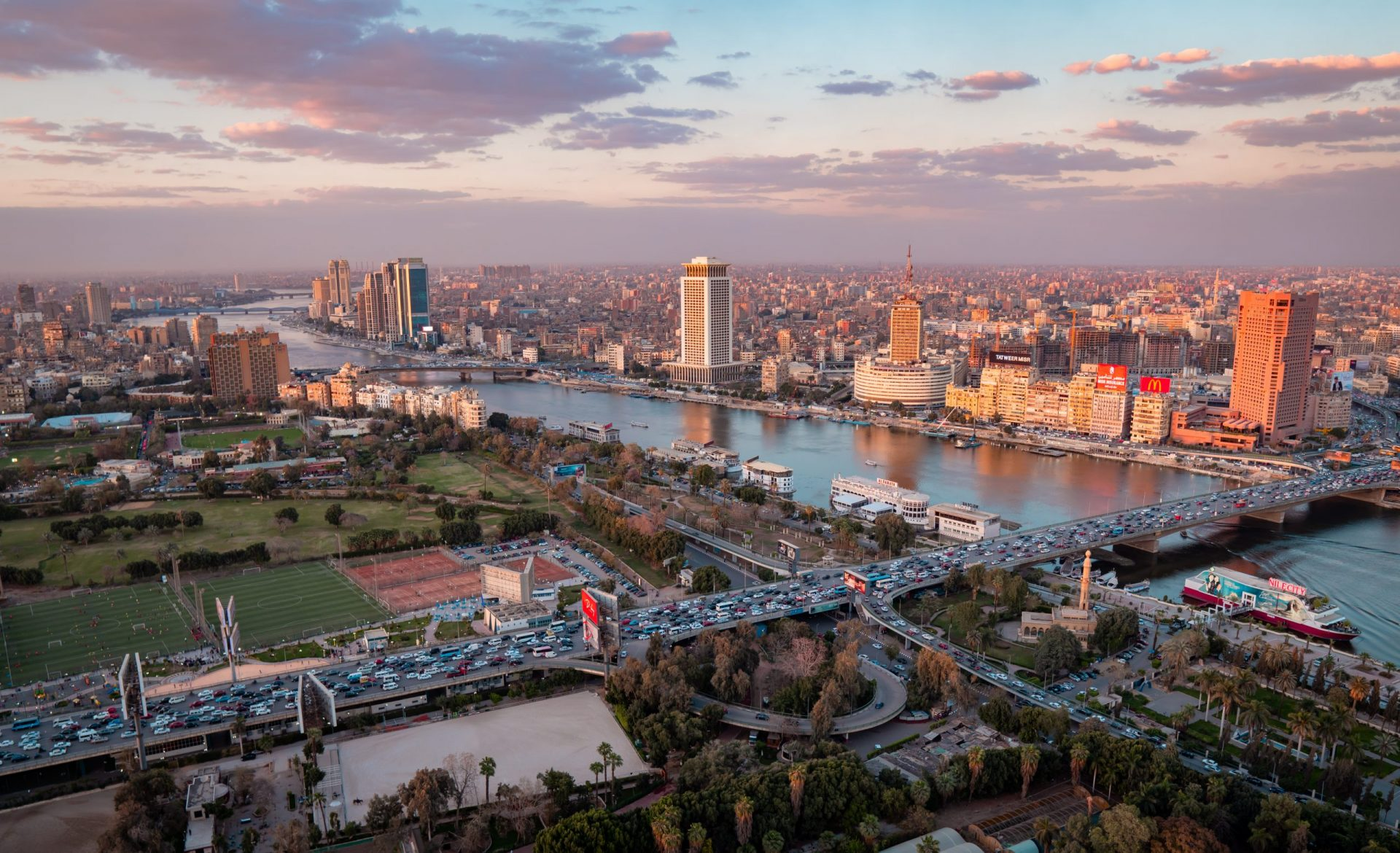 10 Travel Photography Tips - one hour dusk and dawn rule - sunset on the Nile in Cairo, Egypt
