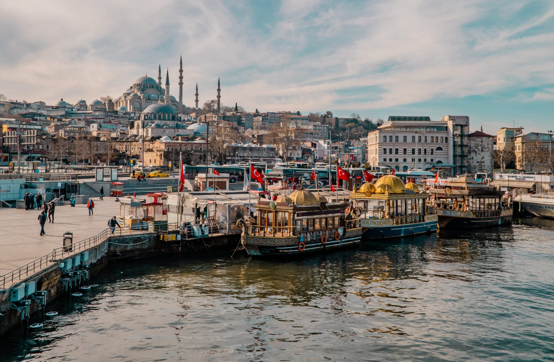 A Comprehensive Guide to Istanbul for Digital Nomads - featured image - the docks at Eminönü with Suleymaniye Mosque in the background