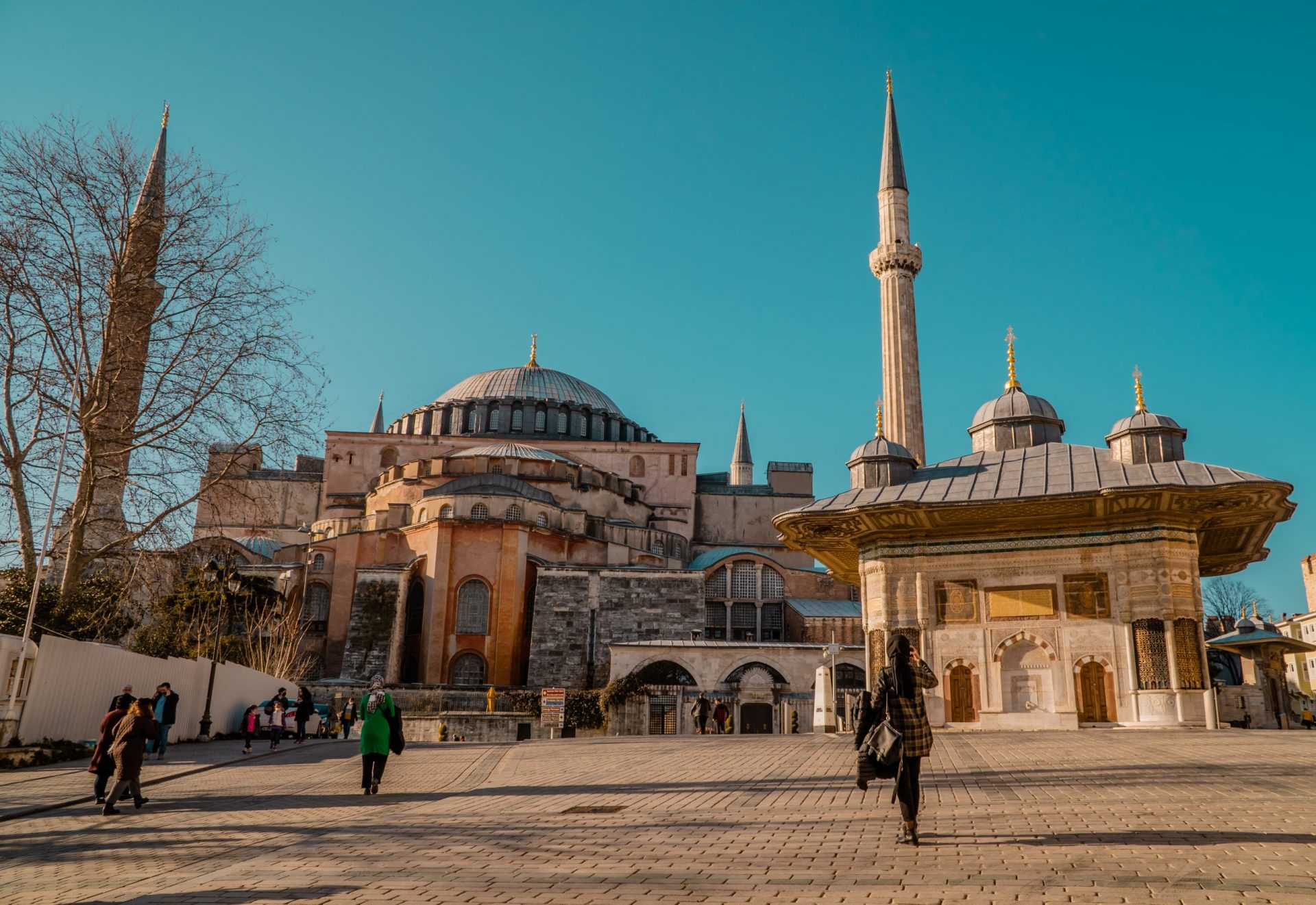 A Comprehensive Guide to Istanbul for Digital Nomads - people in front of Hagia Sophia Mosque