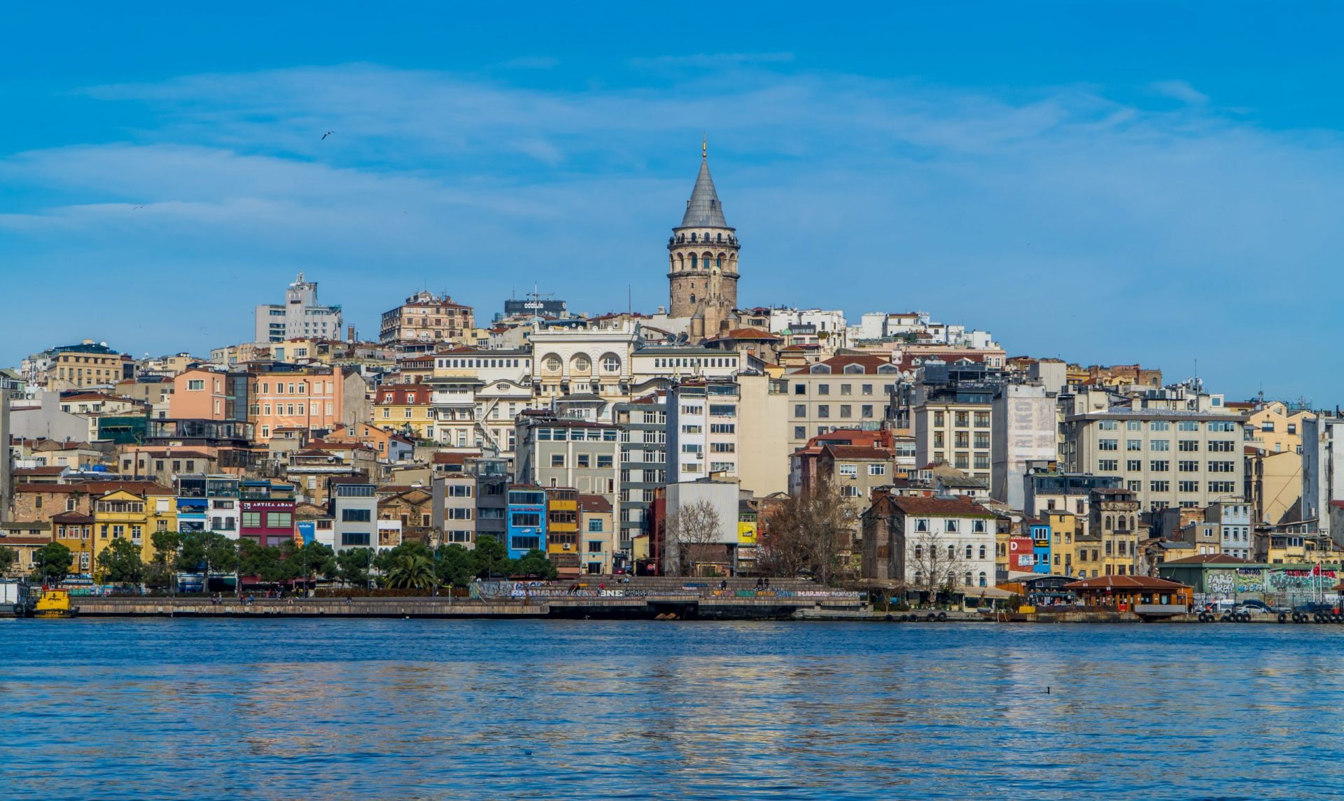 Digital Nomad Istanbul guide - the area of Galata and the Golden Horn river with Galata Tower