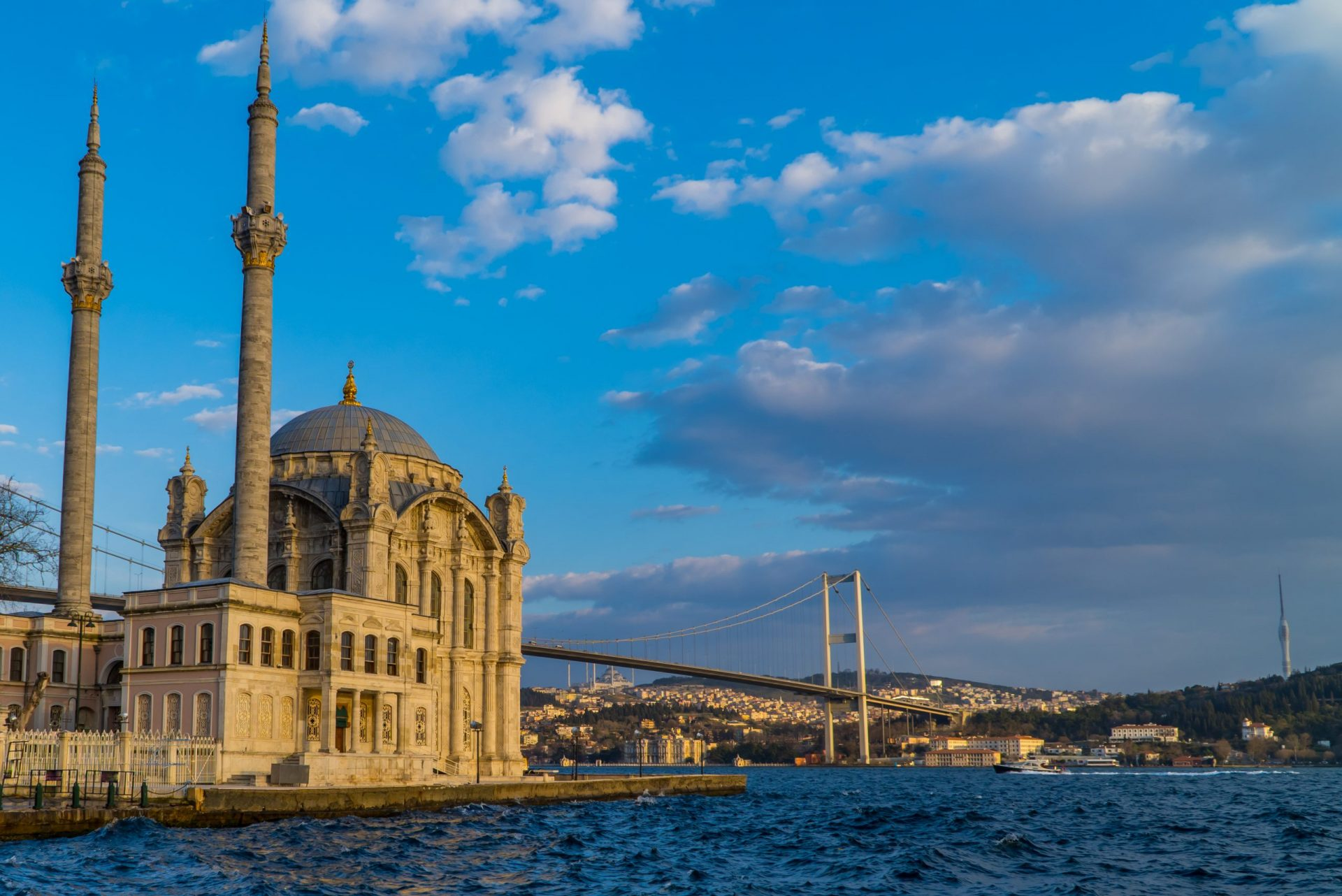 The Ultimate Guide to Turkey for Digital Nomads - The Ortakoy Mosque and the 15th July Martyrs Bridge on the Bosporus in Istanbul