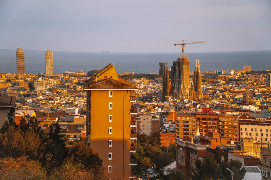 Barcelona Digital Nomad guide - featured image - view from Rovira Mirador